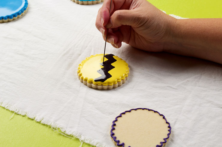 How to Make Cute Charlie Brown Cookies | The Bearfoot Baker