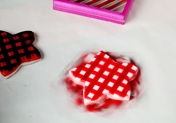 How to Make Plaid Cookies with a Stencil | The Bearfoot Baker