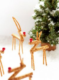Fun Pretzel Reindeer | The Bearfoot Baker