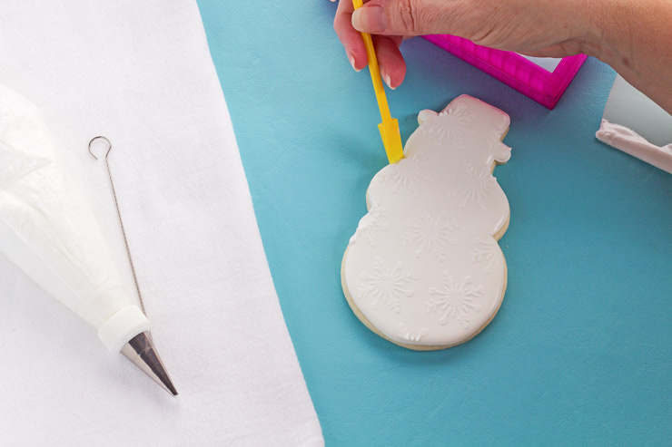 How to Stencil Cookies with Royal Icing Video | The Bearfoot Baker