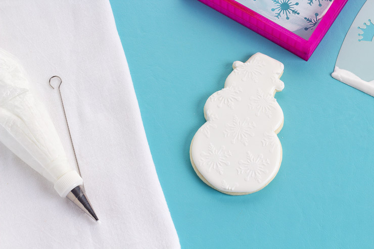 Learn How to Stencil Cookies with Royal Icing with Video | The Bearfoot Baker