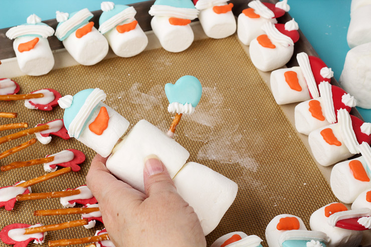 Simple Fun Marshmallow Snowmen | The Bearfoot Baker