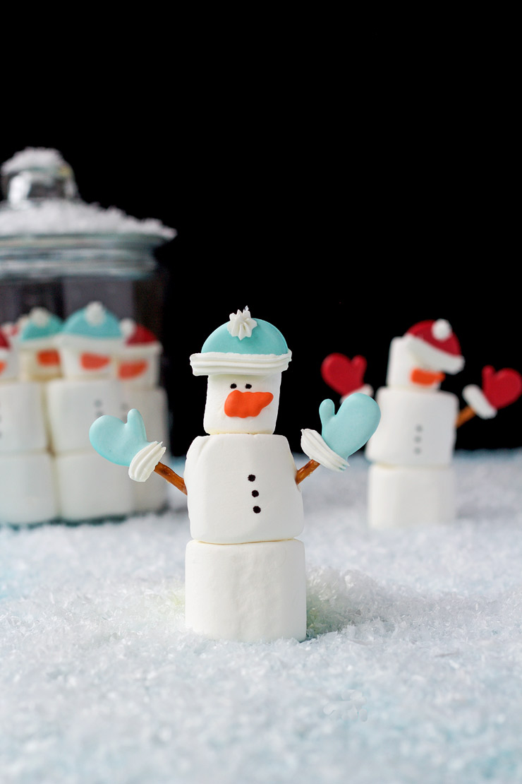 Simple Marshmallow Snowmen | The Bearfoot Baker