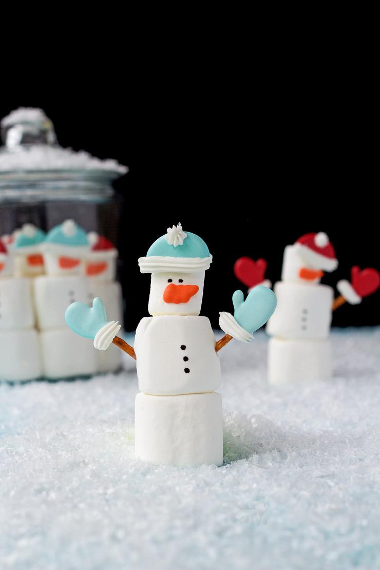 Simple Marshmallow Snowmen | The Bearfoot Baker