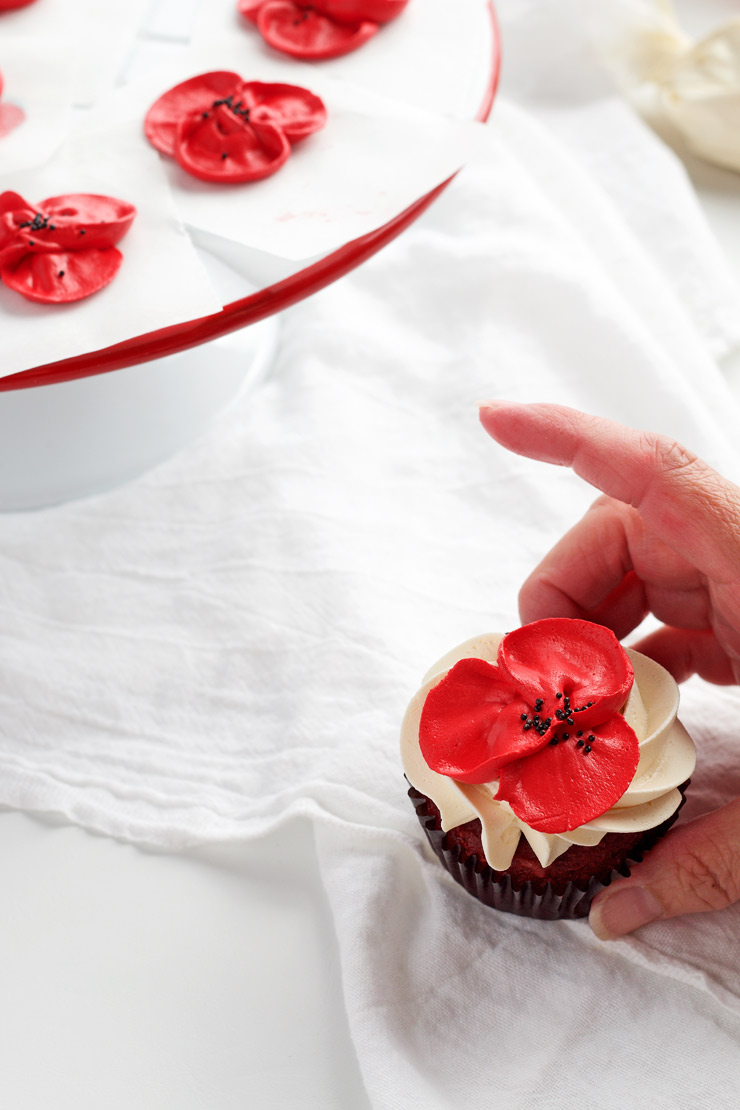 How to Make Beautiful Buttercream Poppy Flowers for Cakes and Cupcakes with a How to Video | The Bearfoot Baker