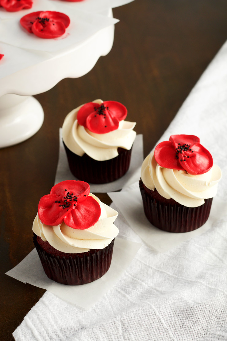To make beautiful buttercream poppy flowers with video the how to make beautiful buttercream poppy flowers with video the bearfoot baker mightylinksfo Image collections