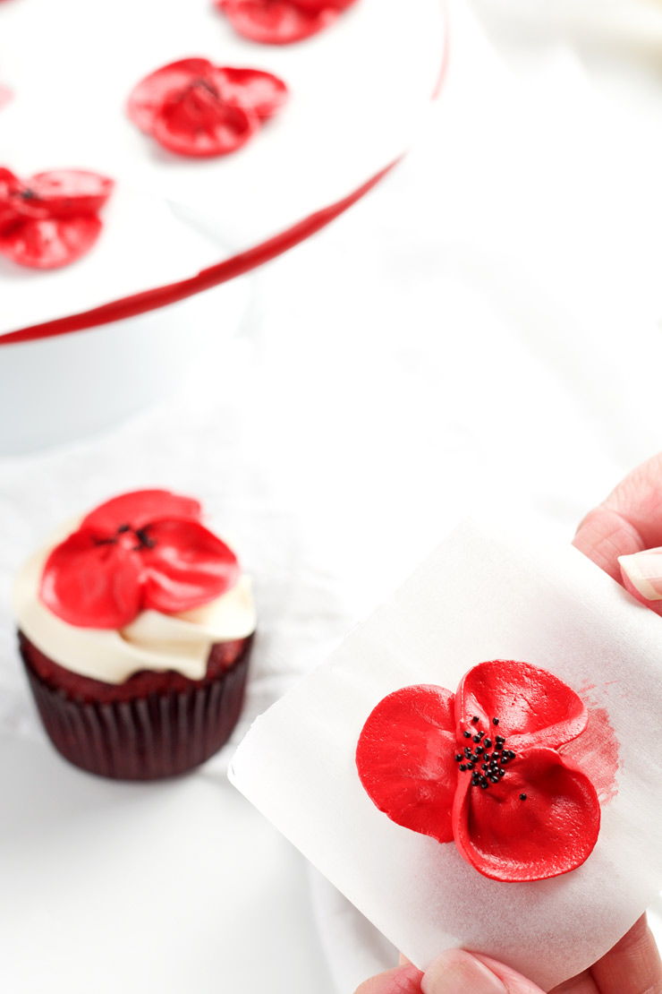 How to Make Buttercream Poppy Flowers with Video | The Bearfoot Baker