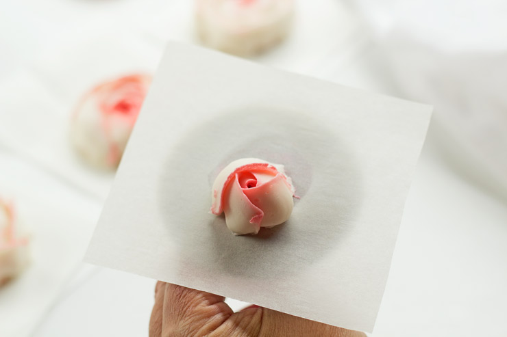 How to Make Beautiful Buttercream Ranunculus with Video | The Bearfoot Baker