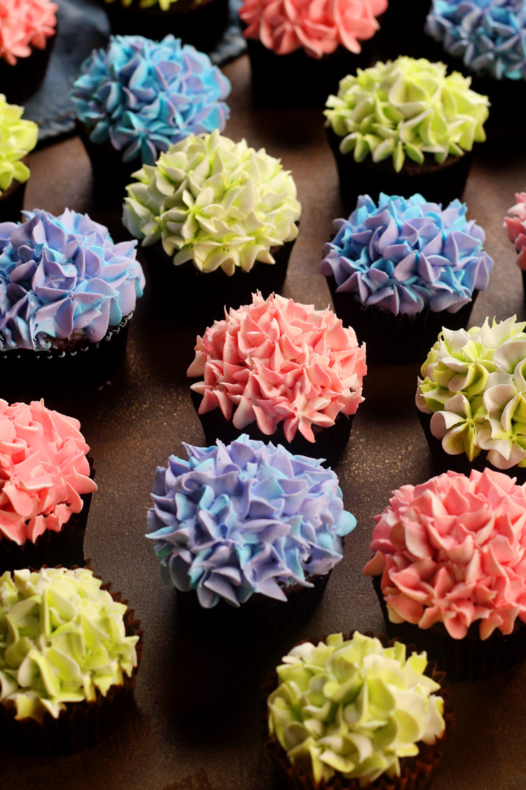 How to Make Hydrangea Cupcakes with a How to Video | The Bearfoot Baker
