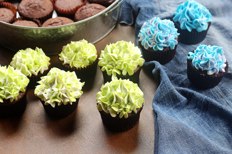 How to Make Really Simple Hydrangea Cupcakes with a How to Video | The Bearfoot Baker