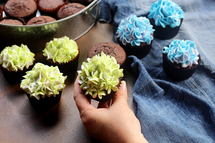 How to Make Super Simple Hydrangea Cupcakes with a How to Video | The Bearfoot Baker