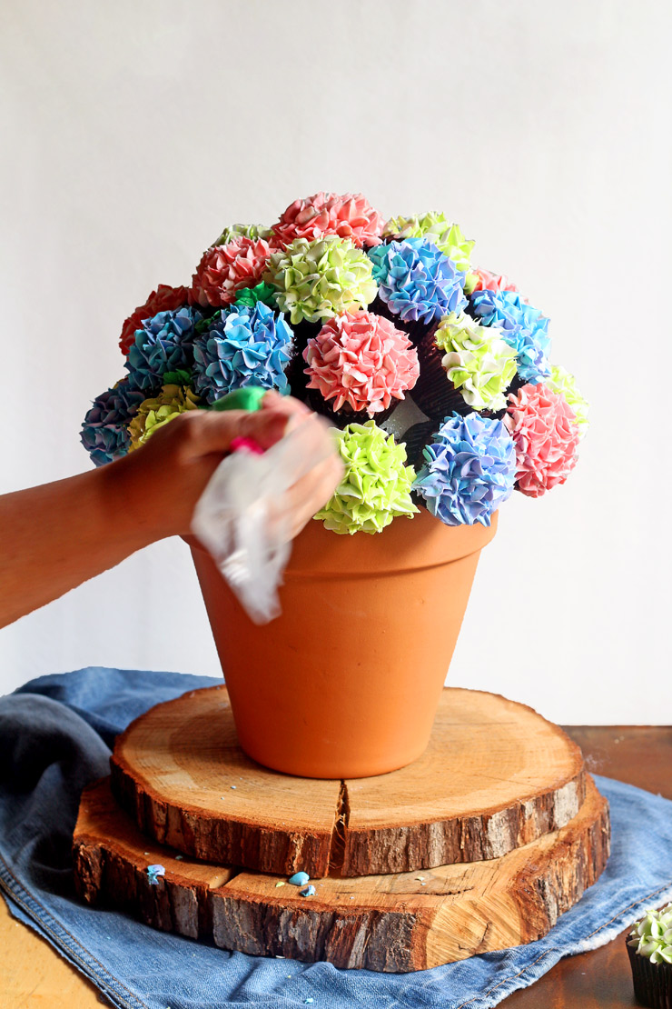 How to Make a Beautiful Cupcake Bouquet | The Bearfoot Baker