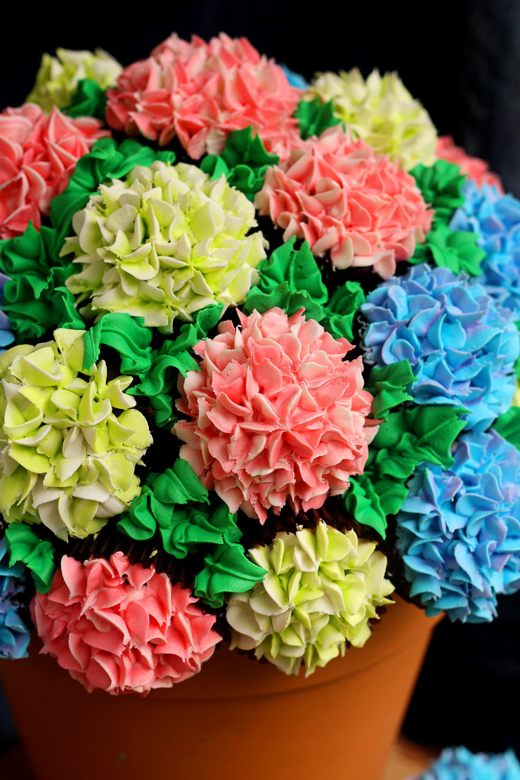 How-to-Make-a-Cupcake-Bouquet-_-The-Bearfoot-Baker