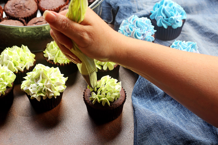 Make Beautiful Hydrangea Cupcakes with a How to Video | The Bearfoot Baker