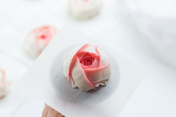 Make Stunning Buttercream Ranunculus with a Video | The Bearfoot Baker