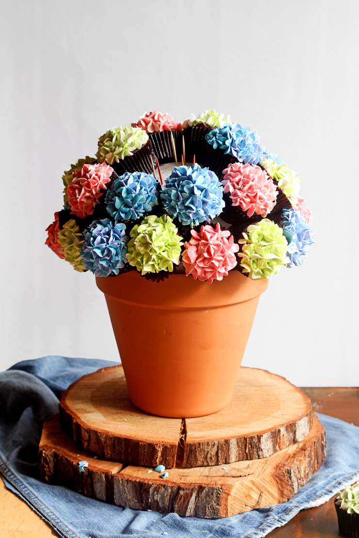 This Cupcake Bouquet is SO EASY to MAKE | The Bearfoot Baker
