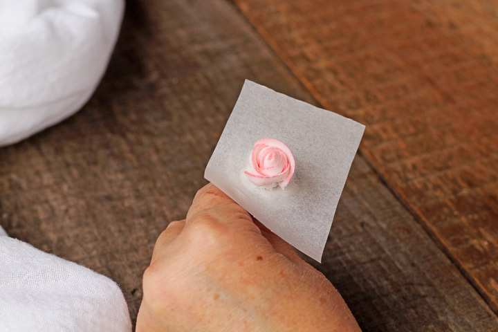 How to Make Royal Icing Roses | The Bearfoot Baker