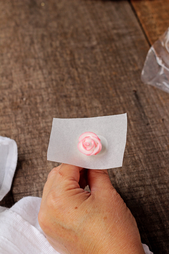 How to Make Royal Icing Roses with a Video | The Bearfoot Baker