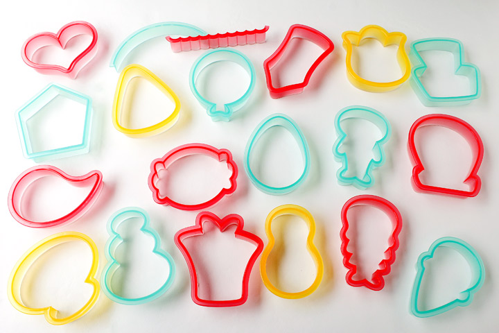 The Sugarbelle Shape Shifter Cookie Cutter Decorating Set Giveaway | The Bearfoot Baker