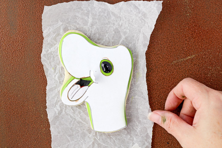 How to Make Simple Little Fun Dinosaur Cookies | The Bearfoot Baker