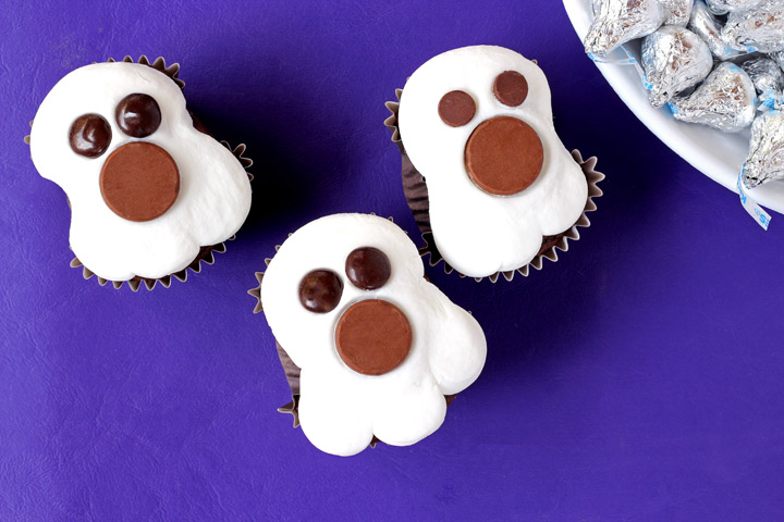 How to Make Spooky Ghost Cupcakes with a Video | The Bearfoot Baker