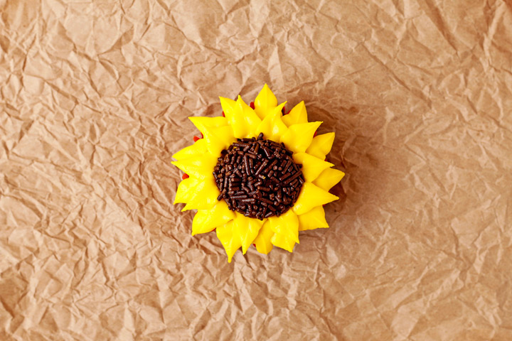 How to Make Sunflower Cupcakes with an easy to Follow Video | The Bearfoot Baker