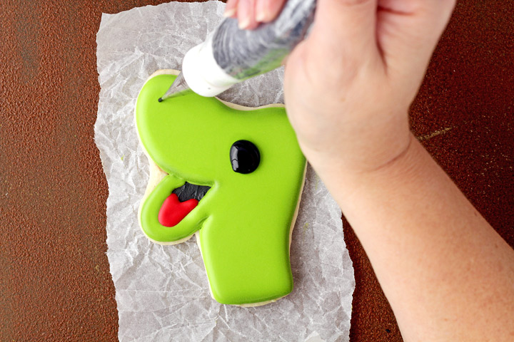 How to Tutorial for Fun Dinosaur Cookies | The Bearfoot Baker