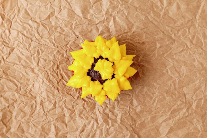 Sunflower Cupcakes   The Bearfoot Baker