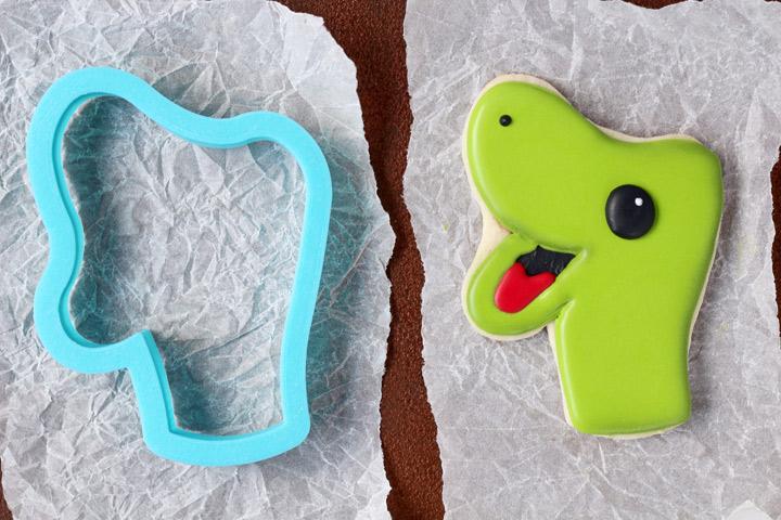 Tutorial for Fun Dinosaur Cookies | The Bearfoot Baker