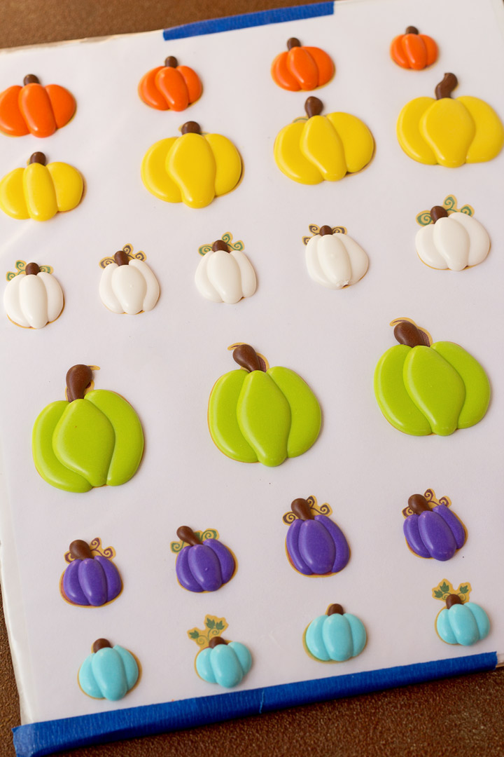 How to Make Cute Pumpkin Royal Icing Decorations with a How to Video | The Bearfoot Baker