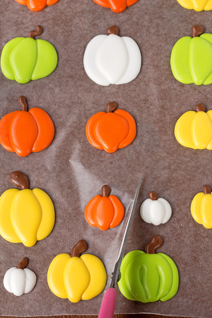 How to Make Simple Pumpkin Royal Icing Decorations with a How to Video | The Bearfoot Baker