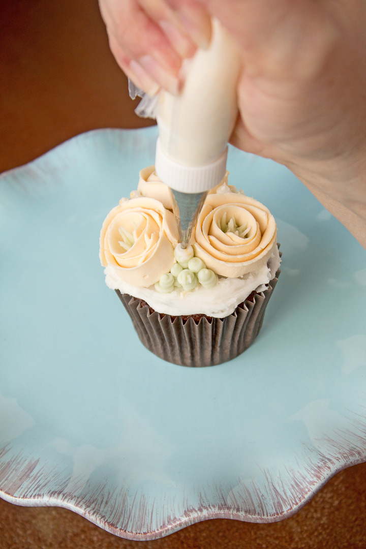 Simple Buttercream Ribbon Roses | The Bearfoot Baker