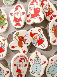 How to Make Cute Christmas Meringues with Sugar Stamps | The Bearfoot Baker