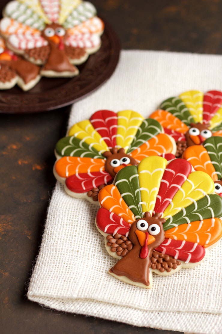 How to Make 10 Simple Turkey Cookies | The Bearfoot Baker
