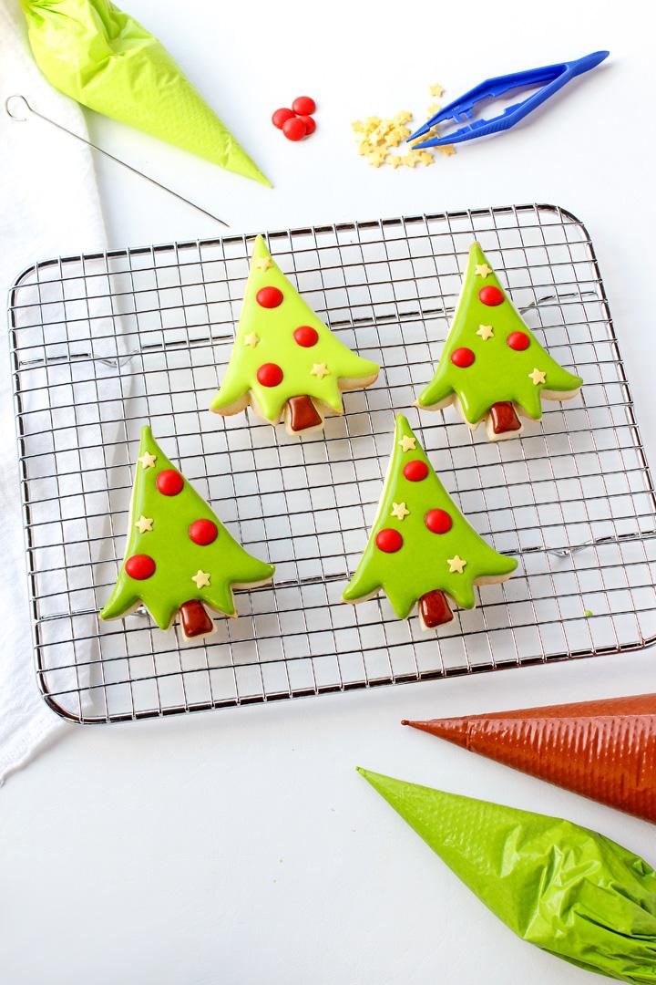 How to Make Adorable Christmas Tree Cookies | The Bearfoot Baker