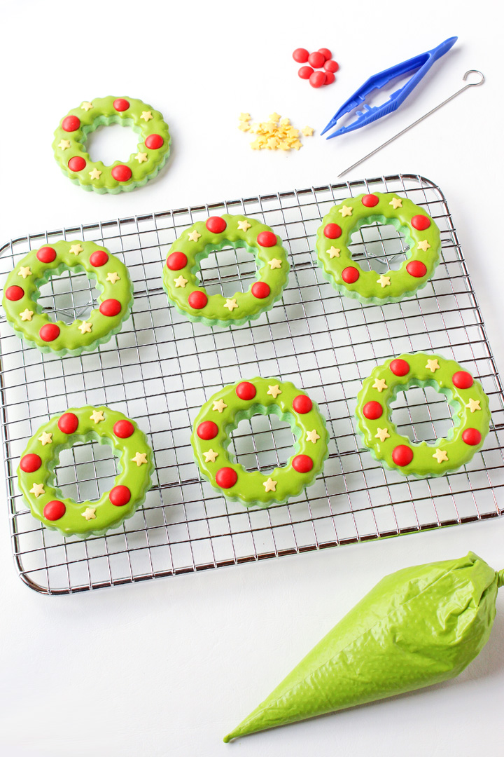 How to Make Adorable Christmas Wreath Cookies | The Bearfoot Baker