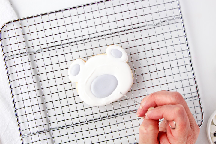 How to Make Cute Adorable Polar Bear Cookies Decorated with Royal Icing | The Bearfoot Baker
