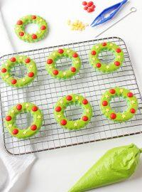 How to Make Simple Christmas Wreath Cookies | The Bearfoot Baker