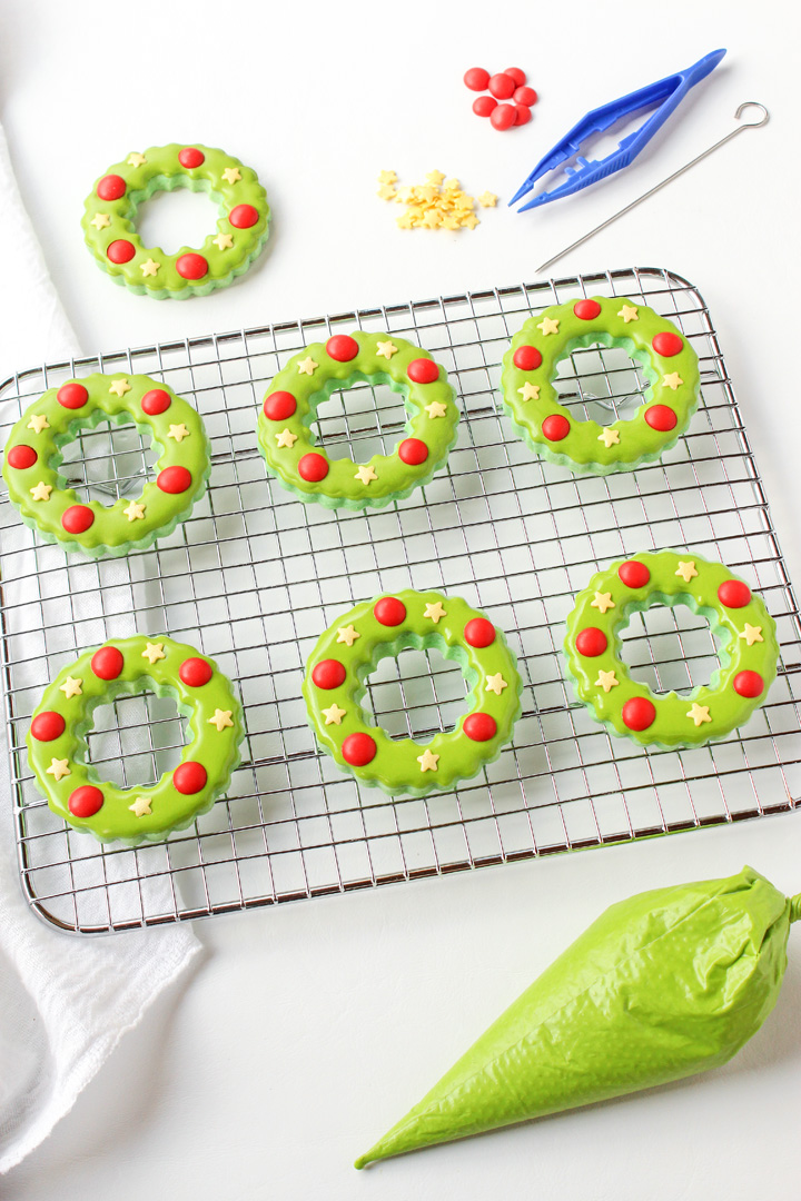 How to Make Simple Christmas Wreath Cookies | The Bearfoot Baker