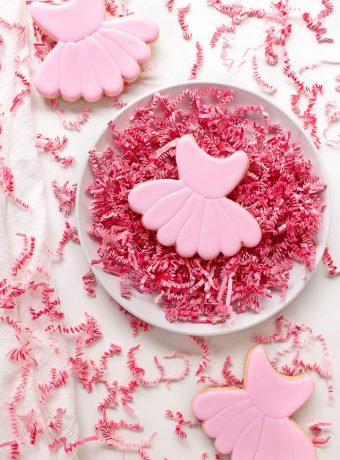 How to Decorate a Simple Little Ballet Cookie | The Bearfoot Baker
