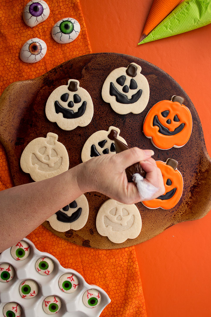Cute Little Jack-O-Lantern Cookies | The Bearfoot Baker