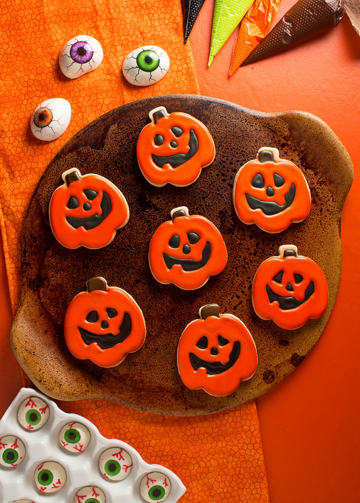 How to Make Cute Jack-O-Lantern Cookies | The Bearfoot Baker
