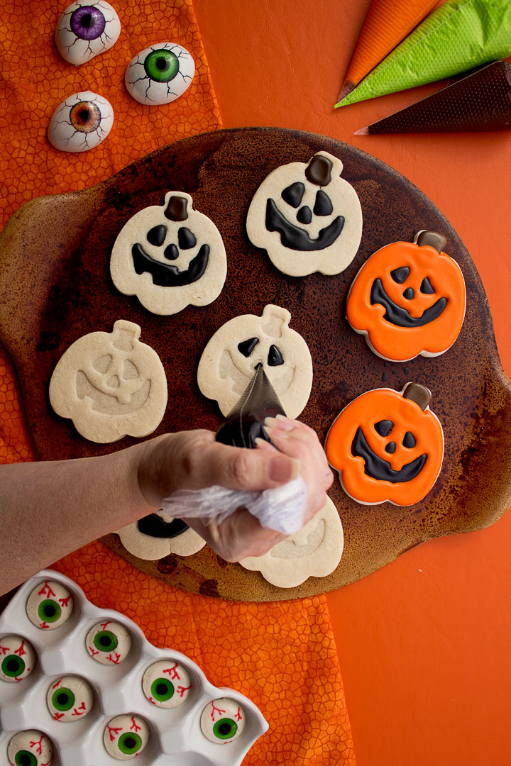 How to Make Cute Little Jack-O'-Lantern Cookies with a Video | The Bearfoot Baker