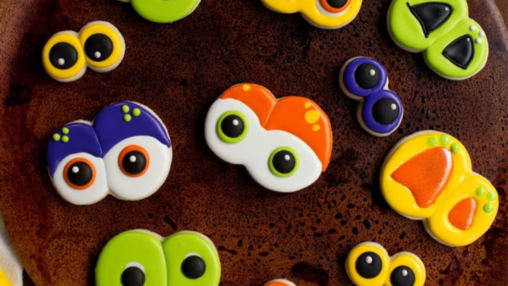 How to Make Spooky Eye Cookies | The Bearfoot Baker