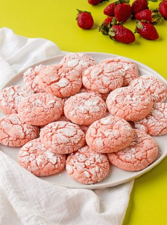 Strawberry Crinkle Cookies | The Bearfoot Baker