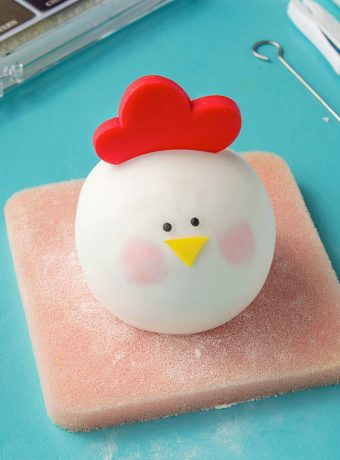 How to Make an Adorable Fondant Chicken | The Bearfoot Baker