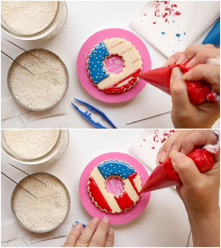 How to Make Fun & Simple Patriotic Wreath Cookies | The Bearfoot Baker