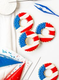 How to Make Simple Patriotic Wreath Cookies | The Bearfoot Baker