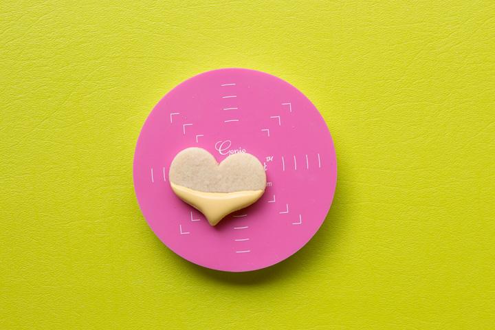 How to Make Fun Simple Heart Ice Cream Cone Cookies | The Bearfoot Baker