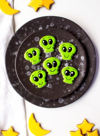 How to Make Strange Little Mini Alien Cookies | The Bearfoot Baker